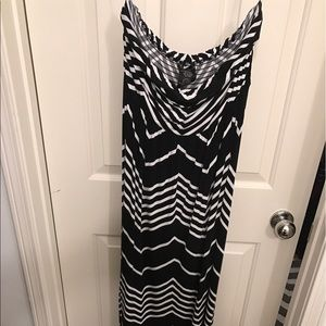 Black and white zigzag strapless maxi dress
