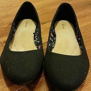 Shoes - *Sz 10 black fabric flats size 10