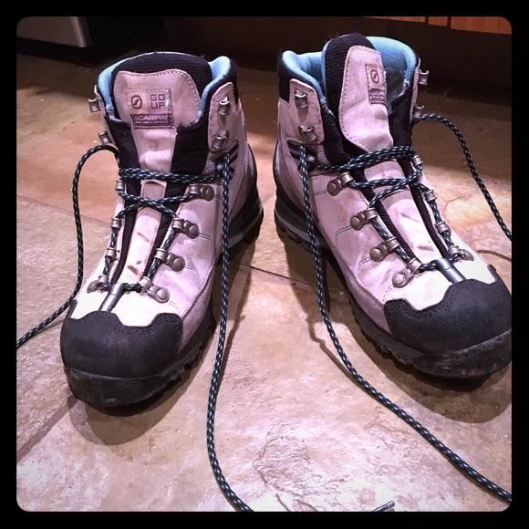 7868ac10420 Women's scarpa mistral GTX hiking boots- size 7
