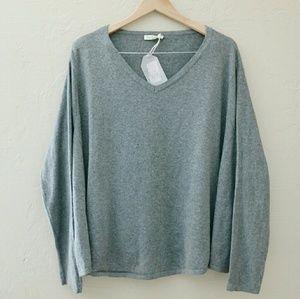 Sweaters - Flowy Sweater M/L
