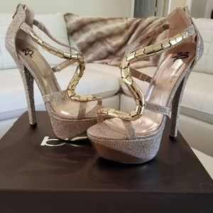 Stunning Bebe heels! GOLD!! Size 7, NEW!