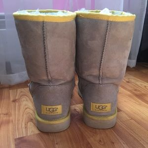 b58861832d5 Classic short gray and yellow uggs!