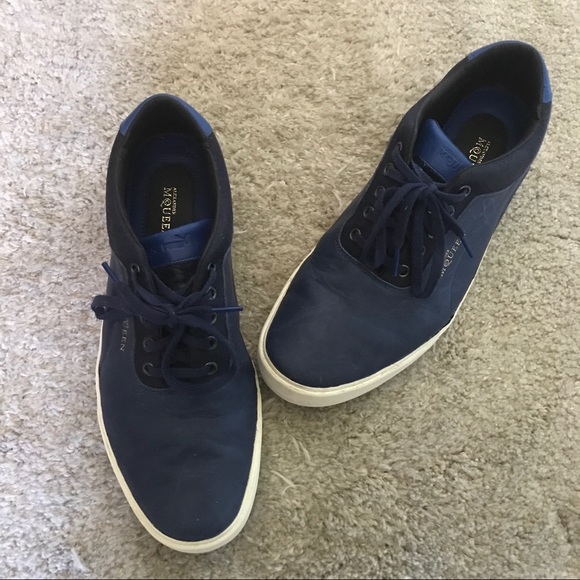 Alexander McQueen Shoes - Alexander McQueen Blue leather sneakers
