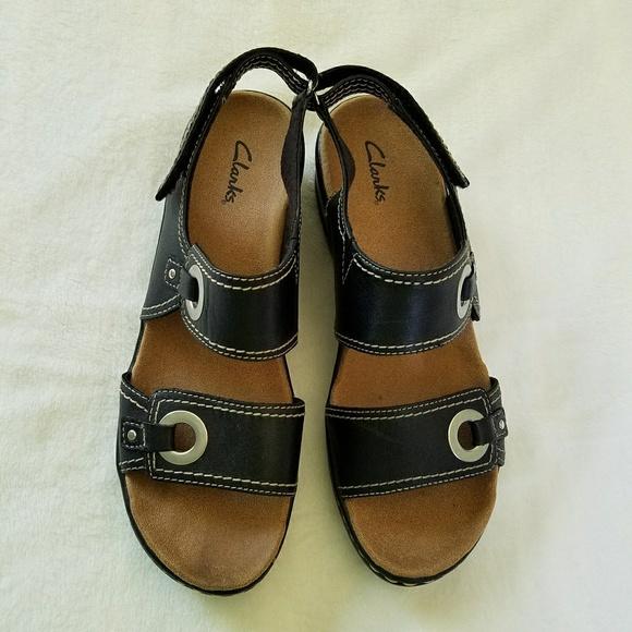5dcae74f0844 Clarks Shoes - CLARK S BLACK LEATHER LEXI WEDGE SANDALS 9M EUC