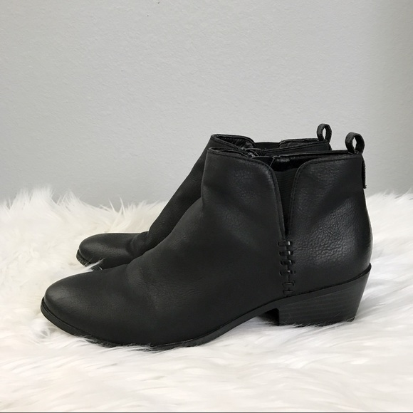 50 off sam libby shoes flash sale low heel ankle boots from denise 39 s closet on poshmark. Black Bedroom Furniture Sets. Home Design Ideas