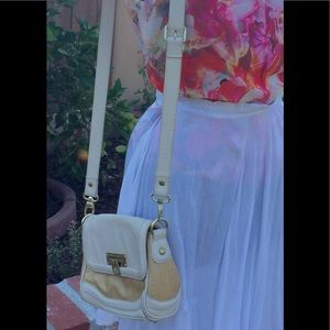 Vince Camuto Bags - On Sale!! Vince Camuto tan straw prfct summer bag 2b73c4142d3e6