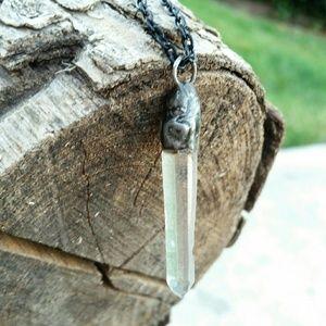 Quartz metalwork necklace