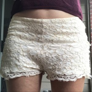 EUC Zara 28 off white cream lace shorts