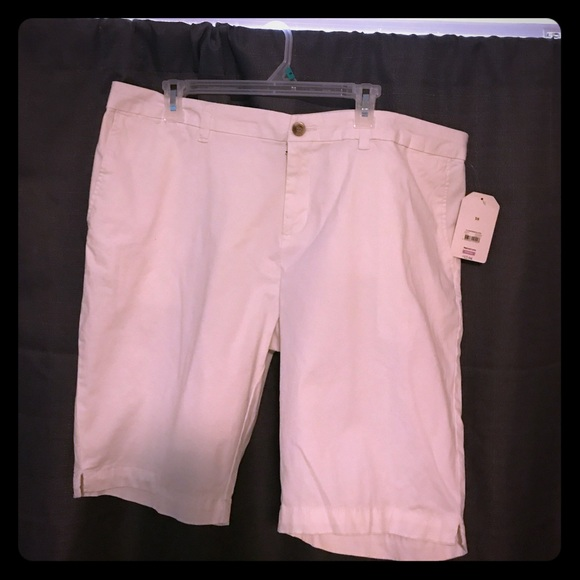 Faded Glory Pants - BNWT White Chino Bermuda Shorts. Length is 21in.
