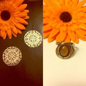 Jewelry - 🌻Bundle time🌻 Gold earrings with unique ring
