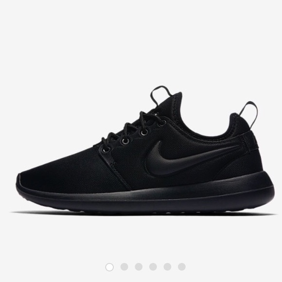 8800081a443f NWT FLASH SALE ⬛ ▫️All black Nike Roshe Runs▫ ⬛️
