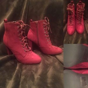 🆕💥NWOT Red Lace-Up Ankle Boots