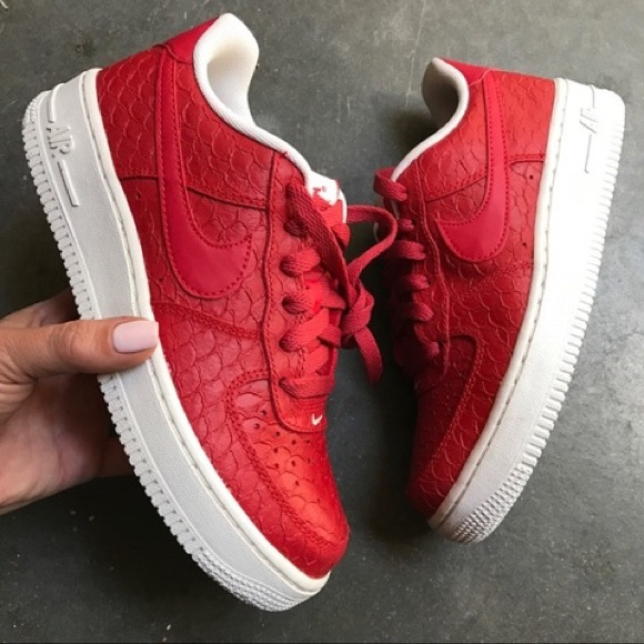 NEW | NIKE AIR FORCE ONE PREMIUM CROC EMBOSSED 6