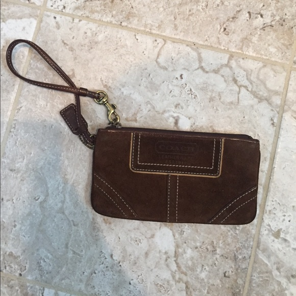 how to tell if a coach wristlet is real