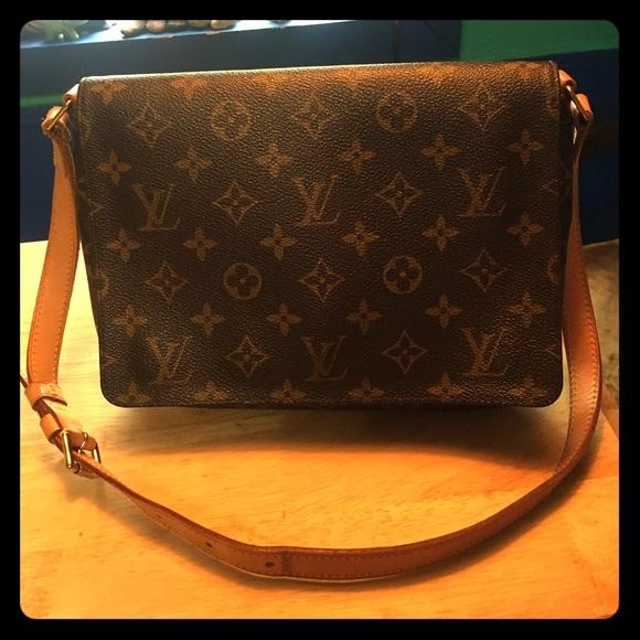 736f166a91db Louis Vuitton Handbags - Ladies!! Help me sell this bag so I can buy
