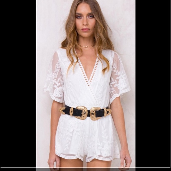 8b9b2299ed White lace playsuit