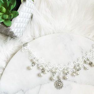 Jewelry - Lace pearl choker style statement necklace w jewel