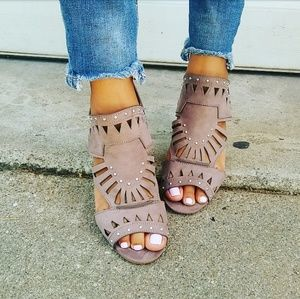//The Charlize// Taupe open toe heel sandal
