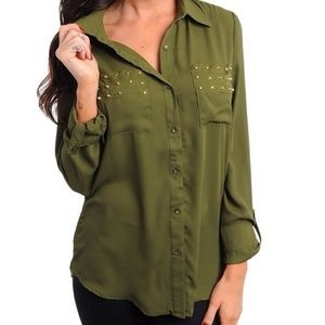 Tops - ‼️Last one‼️ Olive chiffon top with spikes