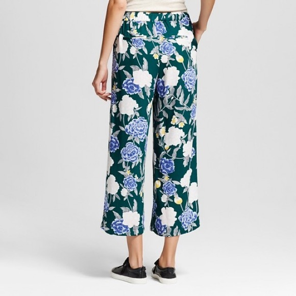 Shop CHARMEU's Official Online Store featuring contemporary women's clothing & apparel. Traditional and modern chic European style. WIDE LEG PANTS. WAIST TIE WIDE LEG PANTS65% POLYESTER 30%RAYON 5% SPANDEX.. Add to Cart. Add to Wish List. Compare this Product. New.