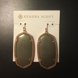 Kendra Scott Danielle earrings!