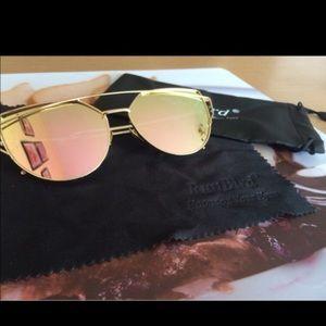 Accessories - Cateye Mirrored sunglasses