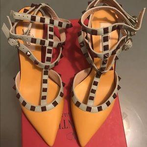Shoes - Valentines Rockstud size 7