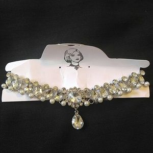 Jewelry - Stunning rhinestone choker with pearl accents prom