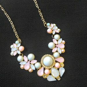 Jewelry - NEW Gorgeous pink and blue bib necklace