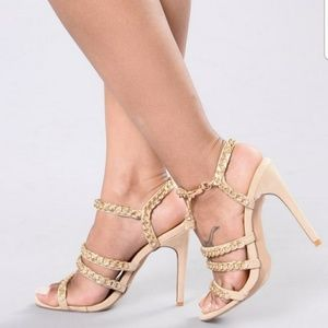 Shoes - NWOB Locked & Linked Sandal Nude Size 8.5