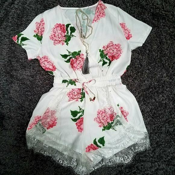 Dresses & Skirts - NWOT! Floral eyelash lace print romper M