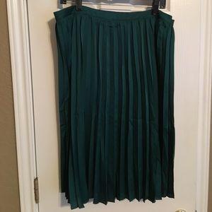 Dresses & Skirts - NWT green pleated skirt