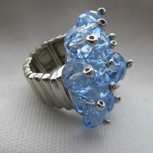 Light blue crystal peaded stretch chrome ring 1960