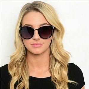 Accessories - Black Sunglasses