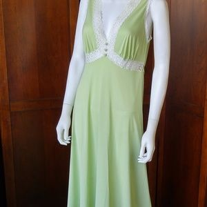 Vintage Vanity Fair Nightgown Green Size 34 - 36