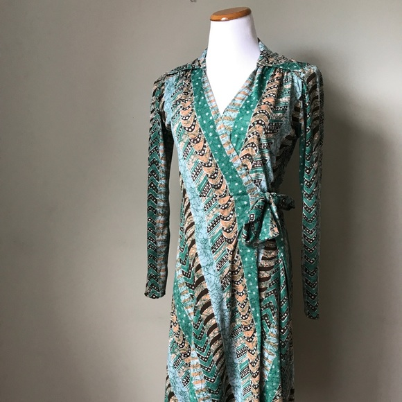 Dresses & Skirts - 1970s Green Printed Wrap Dress