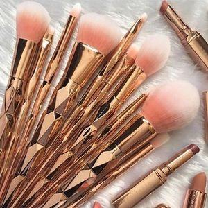 Other - FLASHSALE🎉7 piece unicorn makeup brushes