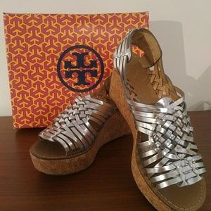 Silver metallic woven leather shoes