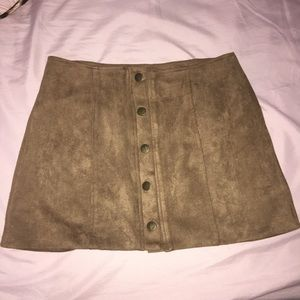 NWOT 💗 LF Suede mini skirt