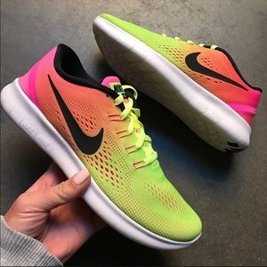 1e272af90592 Nike Shoes - NEW 😍 NIKE FREE RUN
