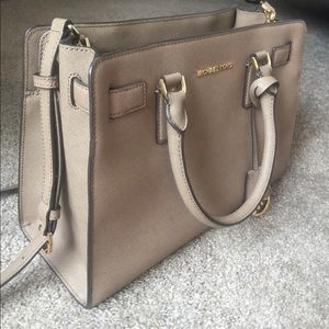 Michael Kors Bags - Michael Kors purse! 👜😍