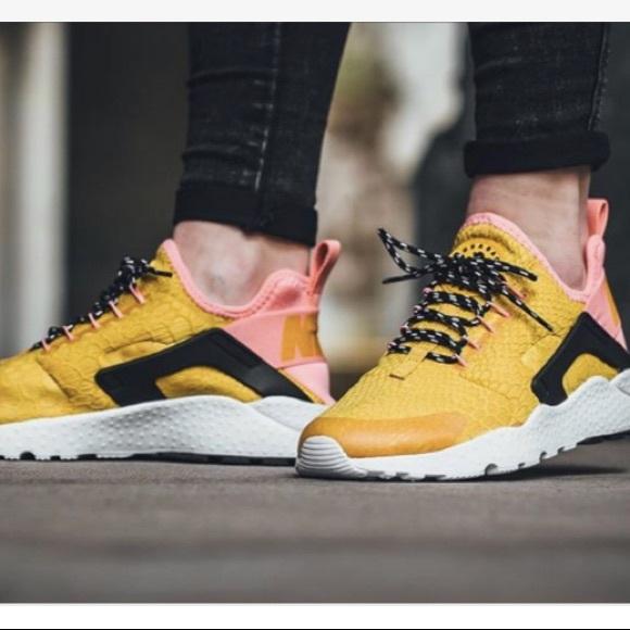 reputable site aeb15 01a6a Nike huarache run ultra Nike sneakers gold pink. M 597227dd56b2d6b362011b1c