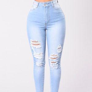 NEW Fashion Nova high waisted ripped jeans LIGHT