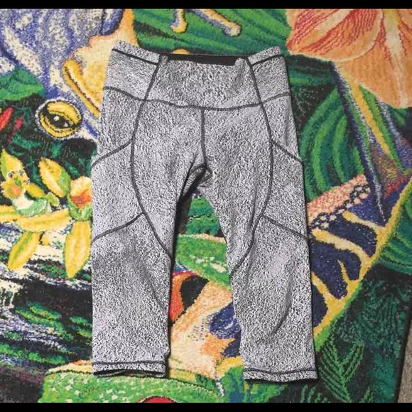 lululemon athletica Pants - Lululemon crop 6