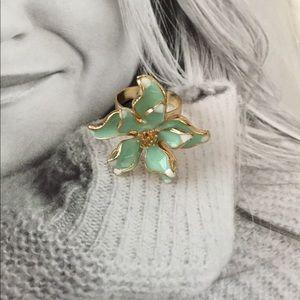 Jewelry - Flower Ring , so Sweet!