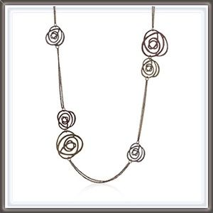 Jewelry - 🆕 Double stranded Rose Pendent Necklace