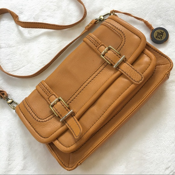 The Sak Handbags - HP🎉 The Sak Camel Leather Crossbody Bag