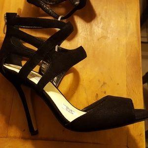 NWT 🆕 Chelsea & Zoe BLACK Heeled Sandals