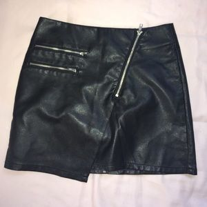 H&M black pleather mini skirt
