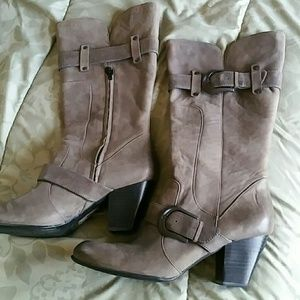 Shoes - Born Crown Boots, Very Rare Womens Size 12!